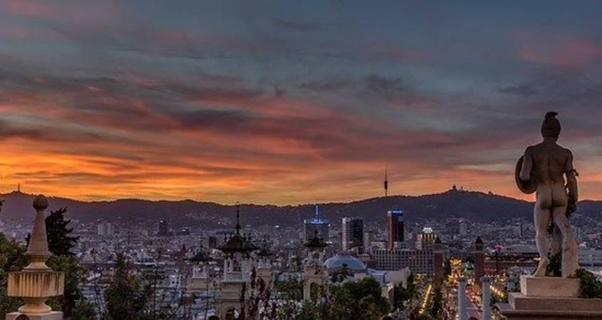 Pogled na Barselonu noću