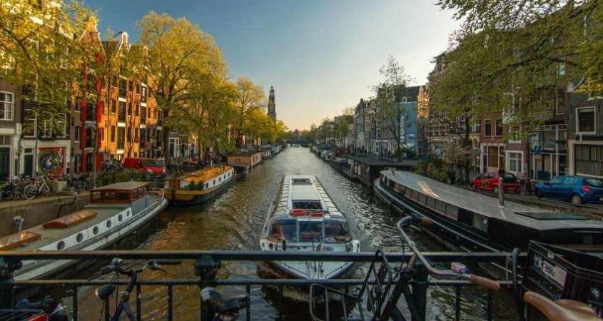 Krstarenje amsterdamskim kanalima