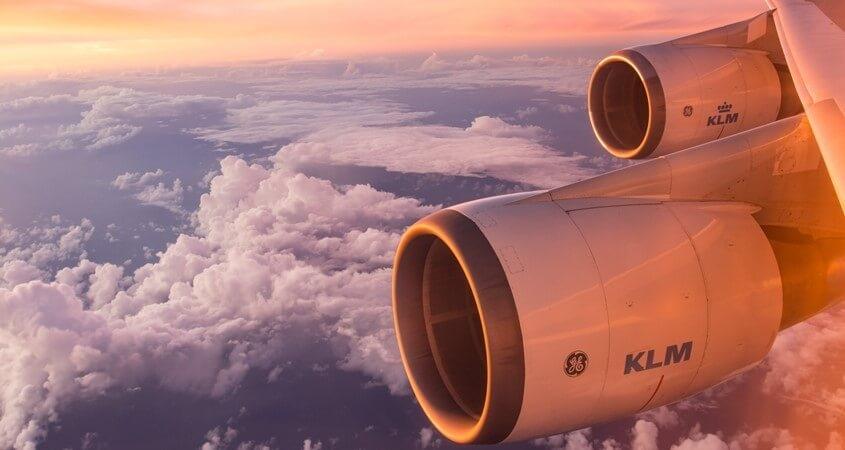 Pogled iz aviona na nebo