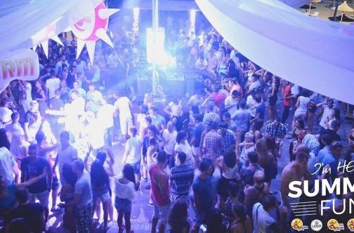 noćna žurka u Kavosu