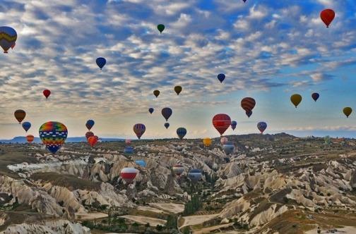 Baloni uz svitanje u Kapadokiji