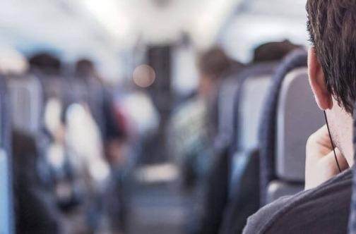 Putnici sede mirno u avionu